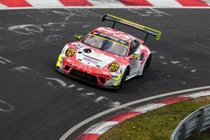 #31 Frikadelli Racing Team Porsche 911 GT3 R: Patrick Pilet, Maxime Martin