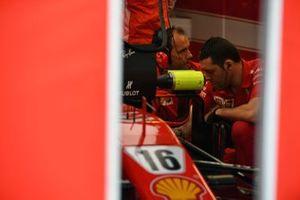 Ferrari SF71H en el garaje
