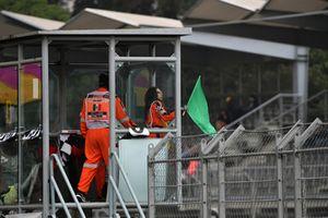 Marshal waves green flag