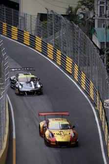#912 Manthey-Racing Porsche 911 GT3 R: Earl Bamber, #991 Craft Bamboo Racing Porsche 911 GT3 R: Mathieu Jaminet