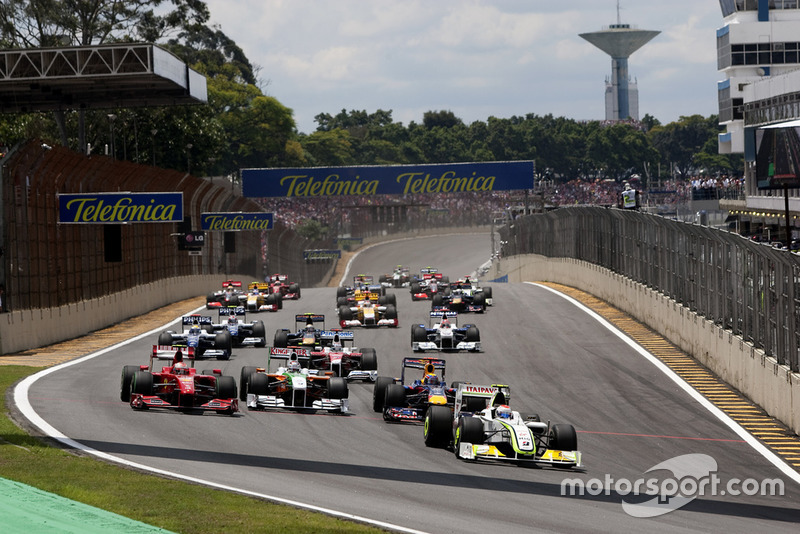 Rubens Barrichello, Brawn GP BGP001 Mercedes, 8th position, Mark Webber, Red Bull Racing RB5 Renault, 1st position, Kimi Raikkonen, Ferrari F60, 6th position, and Adrian Sutil, Force India VJM02 Mercedes, retired, lead the field through the first corner. Action. Starts.