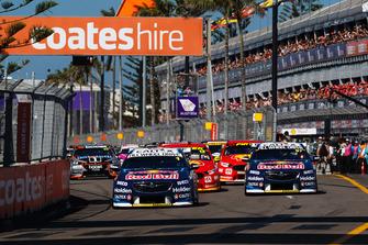 Start zum Supercars-Finale 2018 in Newcastle: Jamie Whincup, Triple Eight Race Engineering Holden, führt