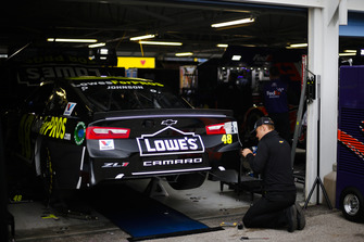 Crew di Jimmie Johnson, Hendrick Motorsports, Chevrolet Camaro Lowe's for Pros