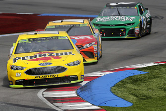 Ryan Blaney, Team Penske, Ford Fusion Menards/Pennzoil Kyle Busch, Joe Gibbs Racing, Toyota Camry M&M's