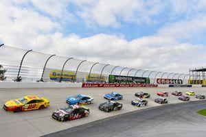 Joey Logano, Team Penske, Ford Fusion Shell Pennzoil e Clint Bowyer, Stewart-Haas Racing, Ford Fusion Haas VF1/Rush Truck Centers