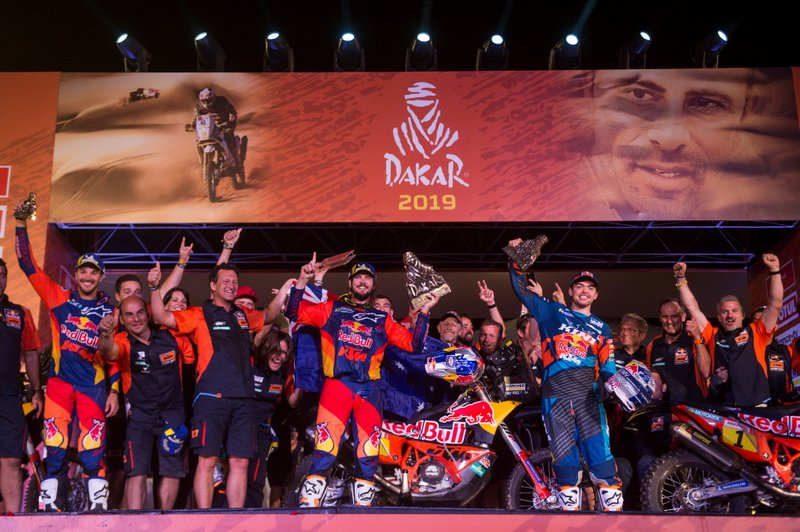 Podio: #3 Red Bull KTM Factory Racing KTM: Toby Price con el equipo
