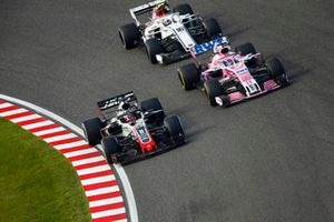 Romain Grosjean, Haas F1 Team VF-18, battles with Sergio Perez, Racing Point Force India VJM11 and Charles Leclerc, Sauber C37