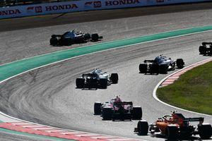 Kevin Magnussen, Haas F1 Team VF-18, runs wide as Lance Stroll, Williams FW41, Sergey Sirotkin, Williams FW41, Charles Leclerc, Sauber C37, and Stoffel Vandoorne, McLaren MCL33, pass