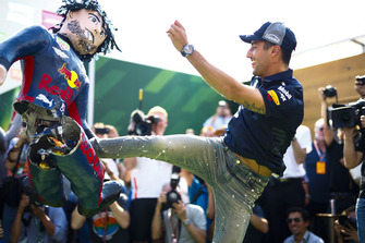 Daniel Ricciardo, Red Bull Racing, kicks an impersonator