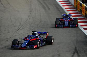 Brendon Hartley, Toro Rosso STR13 devant Pierre Gasly, Scuderia Toro Rosso STR13