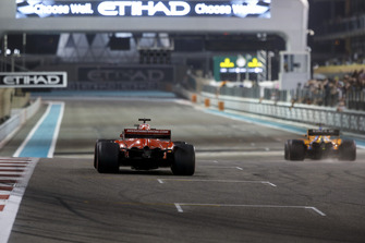 Sebastian Vettel, Ferrari SF71H and Fernando Alonso, McLaren MCL33
