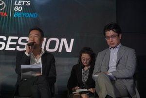 Yoshihiro Nakata, President Director PT Toyota-Astra Motor, Kazunori Minamide, Direktur Pemasaran PT Toyota-Astra Motor