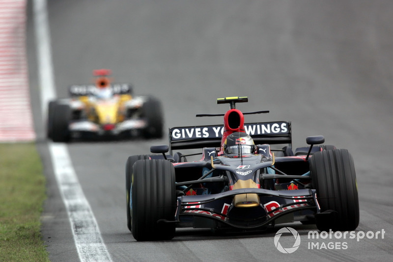 Vettel põe fogo na disputa