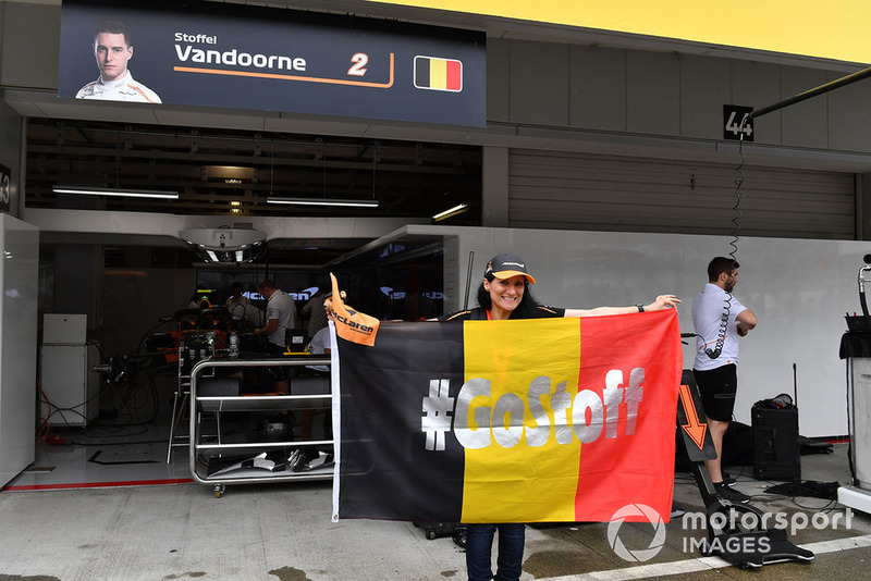 Stoffel Vandoorne, McLaren fan and banner