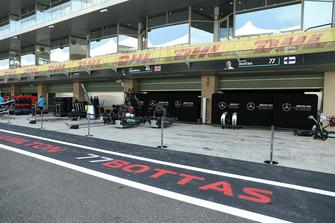 Le garage Mercedes-AMG F1