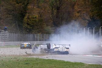 #210 Ferrari 488, Ferrari of Vancouver: Murray Rothlander, incidente