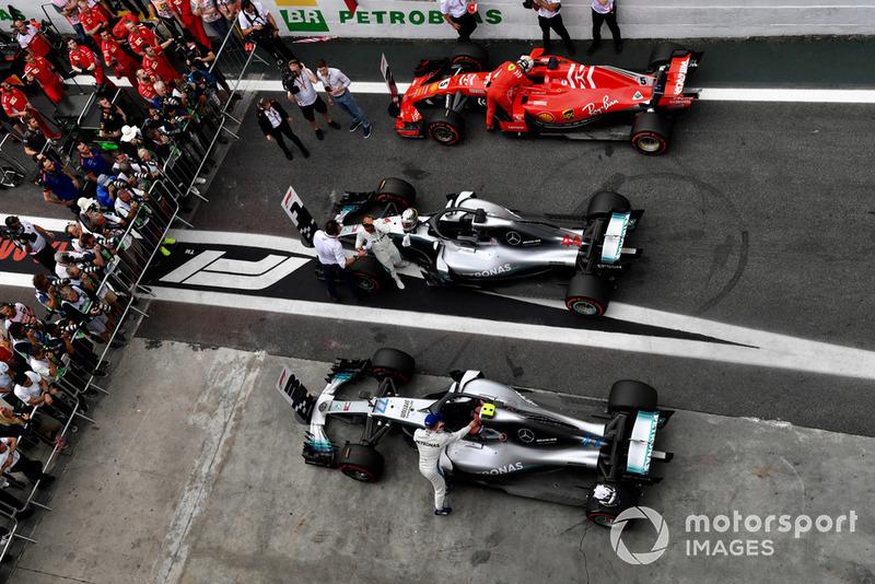 Lewis Hamilton, Mercedes AMG F1, Valtteri Bottas, Mercedes AMG F1 W09, Sebastian Vettel, Ferrari SF71H.