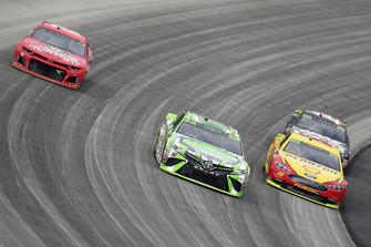 Kyle Busch, Joe Gibbs Racing, Toyota Camry Interstate Batteries, Joey Logano, Team Penske, Ford Fusion Shell Pennzoil