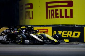 Romain Grosjean, Haas F1 Team VF-19, battles with Nico Hulkenberg, Renault F1 Team R.S. 19