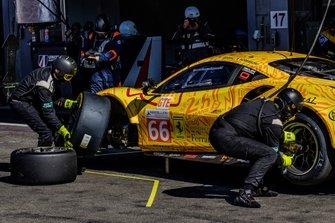#66 JMW Motorsport Ferrari F488 GTE: Jeffrey Segal, Matteo Cressoni, Wei Lu