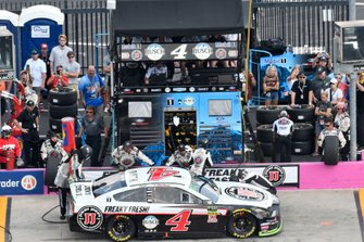Kevin Harvick, Stewart-Haas Racing, Ford Mustang Jimmy JohnÕs, makes a pit stop