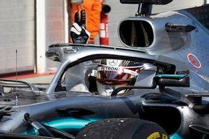 Il primo classificato Lewis Hamilton, Mercedes AMG F1 W10, arriva al Parc Ferme