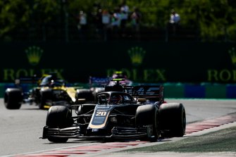 Kevin Magnussen, Haas F1 Team VF-19, leads Lance Stroll, Racing Point RP19, and Daniel Ricciardo, Renault F1 Team R.S.19