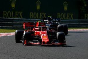 Charles Leclerc, Ferrari SF90, voor Kevin Magnussen, Haas F1 Team VF-19