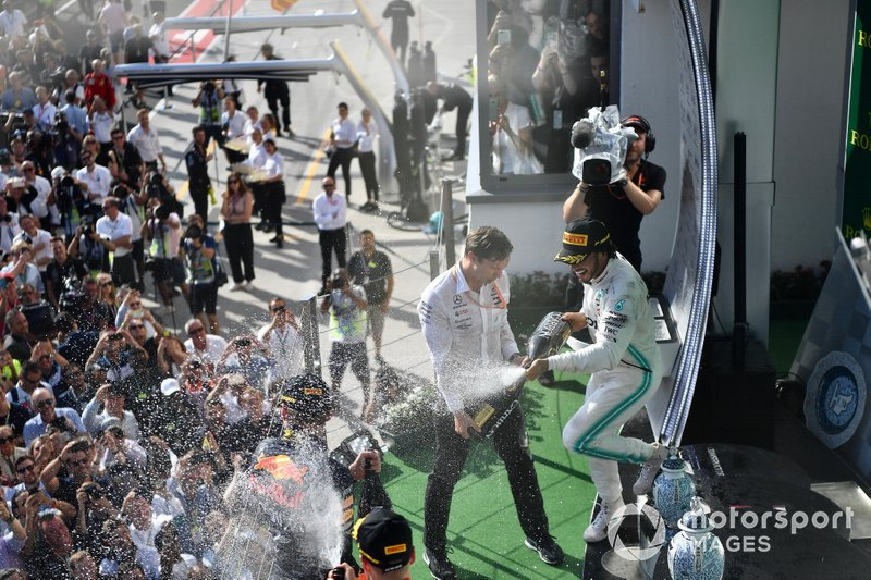 Lewis Hamilton, Mercedes AMG F1, 1st position, sprays the victory Champagne