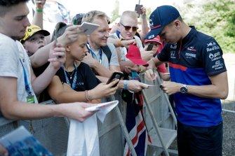 Alexander Albon, Toro Rosso signs an autograph for a fan
