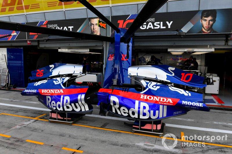 Capas traseiras da Toro Rosso