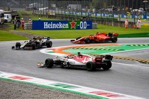 Antonio Giovinazzi, Alfa Romeo Racing C38, spins ahead of Romain Grosjean, Haas F1 Team VF-19, and Sebastian Vettel, Ferrari SF90