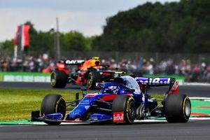 Alexander Albon, Toro Rosso STR14, voor Pierre Gasly, Red Bull Racing RB15