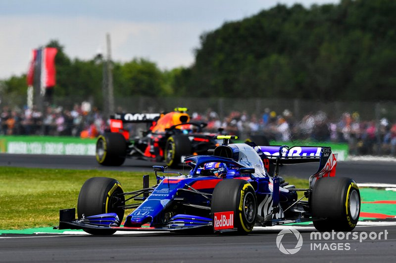 Alexander Albon, Toro Rosso STR14, leads Pierre Gasly, Red Bull Racing RB15