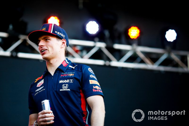 Max Verstappen, Red Bull Racing sul palco nella fan zone