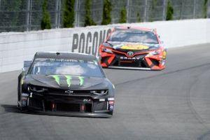 Kurt Busch, Chip Ganassi Racing, Chevrolet Camaro Monster Energy, Martin Truex Jr., Joe Gibbs Racing, Toyota Camry Bass Pro Shops/Tracker Off Road