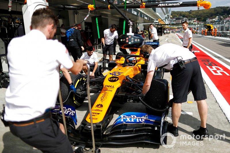Carlos Sainz Jr., McLaren MCL34, in the pit lane during practice