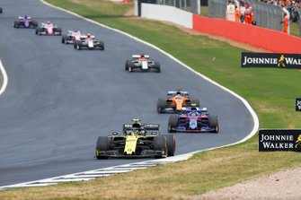 Nico Hulkenberg, Renault F1 Team R.S. 19, Alexander Albon, Toro Rosso STR14, Carlos Sainz Jr., McLaren MCL34, y Kimi Raikkonen, Alfa Romeo Racing C38