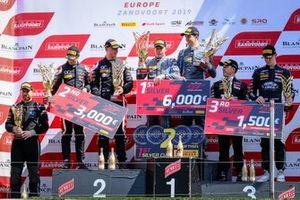 Silver-Podium: 1. #62 R-Motorsport Aston Martin Vantage AMR GT3: Aaro Vainio, Hugo de Sadeleer, 2. #56 Attempto Racing Audi R8 LMS GT3: Milan Dontje, Mattia Drudi, 3. #17 Belgian Audi Club Team WRT Audi R8 LMS GT3: Shae Davies, Tom Gamble