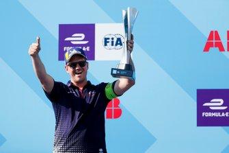 Anthony Moore, Capo Meccanico per Envision Virgin Racing riceve il trofeo dei costruttori