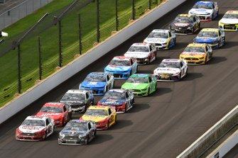 Ryan Blaney, Team Penske, Ford Mustang Wabash National and Kevin Harvick, Stewart-Haas Racing, Ford Mustang Mobil 1