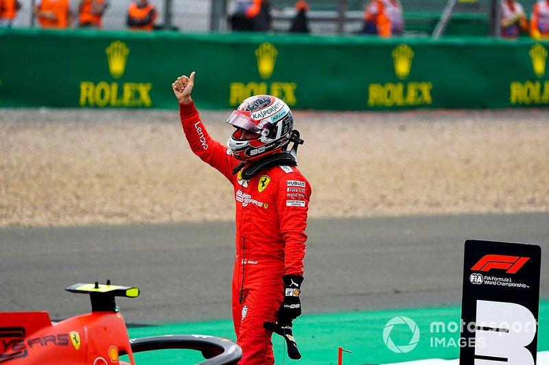 Charles Leclerc, Ferrari, saluta i tifosi