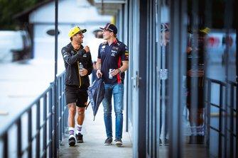 Даниэль Риккардо, Renault F1 Team, и Макс Ферстаппен, Red Bull Racing