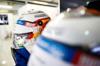 Carlos Sainz Jr., McLaren, crash helmets