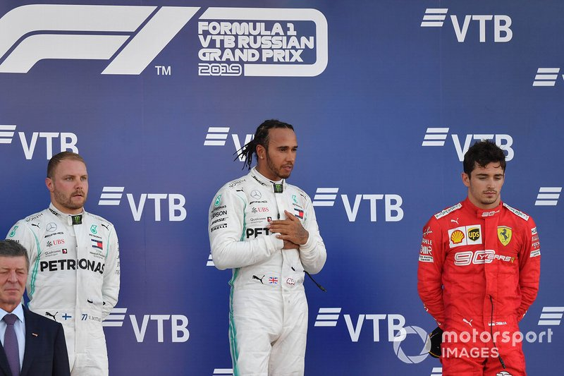 Valtteri Bottas, Mercedes AMG F1, secondo classificato, Lewis Hamilton, Mercedes AMG F1, primo classificato, e Charles Leclerc, Ferrari, terzo classificato