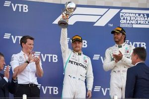 Valtteri Bottas, Mercedes AMG F1, 2nd position, lifts his trophy