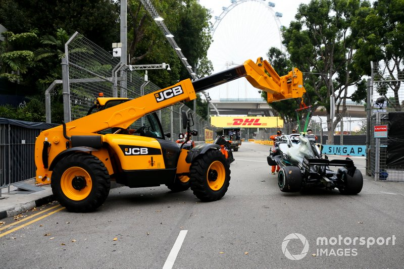 Car of Valtteri Bottas, Mercedes AMG W10 being recovered after the crash