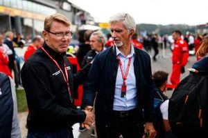 Mika Hakkinen en Damon Hill op de grid