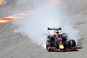 Crash: Max Verstappen, Red Bull Racing RB15
