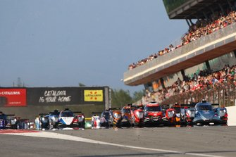 #37 Oreca 07 - Gibson / COOL RACING / Nicolas Lapierre / Antonin Borga / Alexandre Coigny, leads at the start